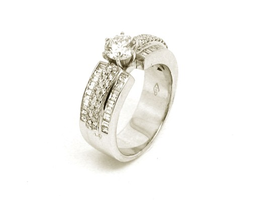 Ref: V0860Y 18 K Gold White Gold+Diamond 1 Diamond- 0.660 ct Diamonds . 0.660 ct Weight: 10.20 gms Price: 9.780€